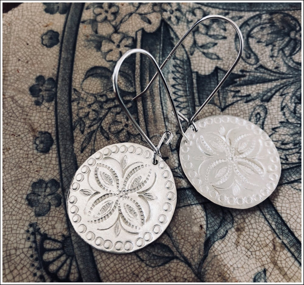 Paird Etched Disc Earrings - The Artisan Storeroom