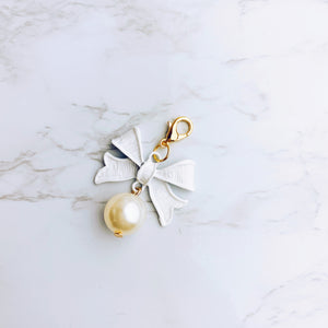 White Bow and Pearl Charm - G29