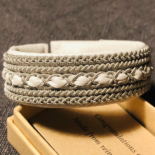 Lapland bracelet in white reindeer leather