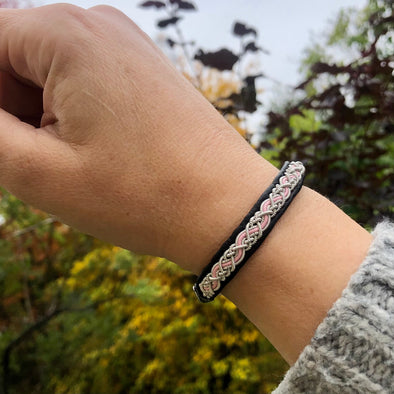 Rosa bandet armband i tenntråd. Köp hos arcticcollection.com
