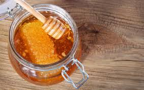 Raw honey – is it really good for you? - by The Superfood Blog
