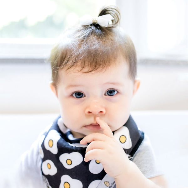 the wee bean organic cotton GOTS certified Oeko Tex bandana bib drooling baby teething baby newborn gift baby gift set baby shower gift snacks fried egg black bib newborn essential drool cute white baby