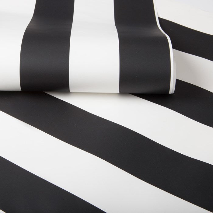 Absolutely stunning Black & White Stripe wallpaper