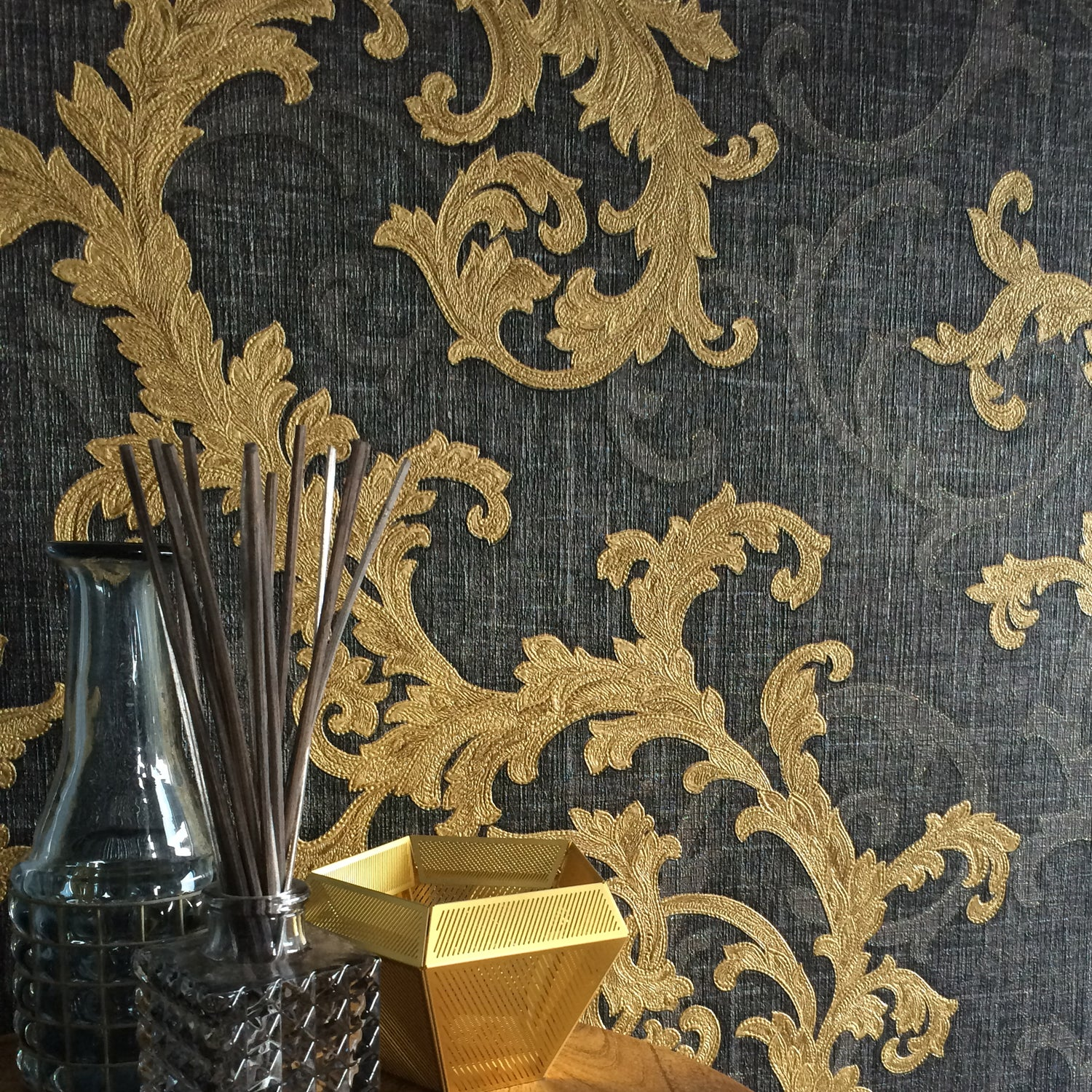 Versace Calligraphy Designer Floral Trail Wallpaper In