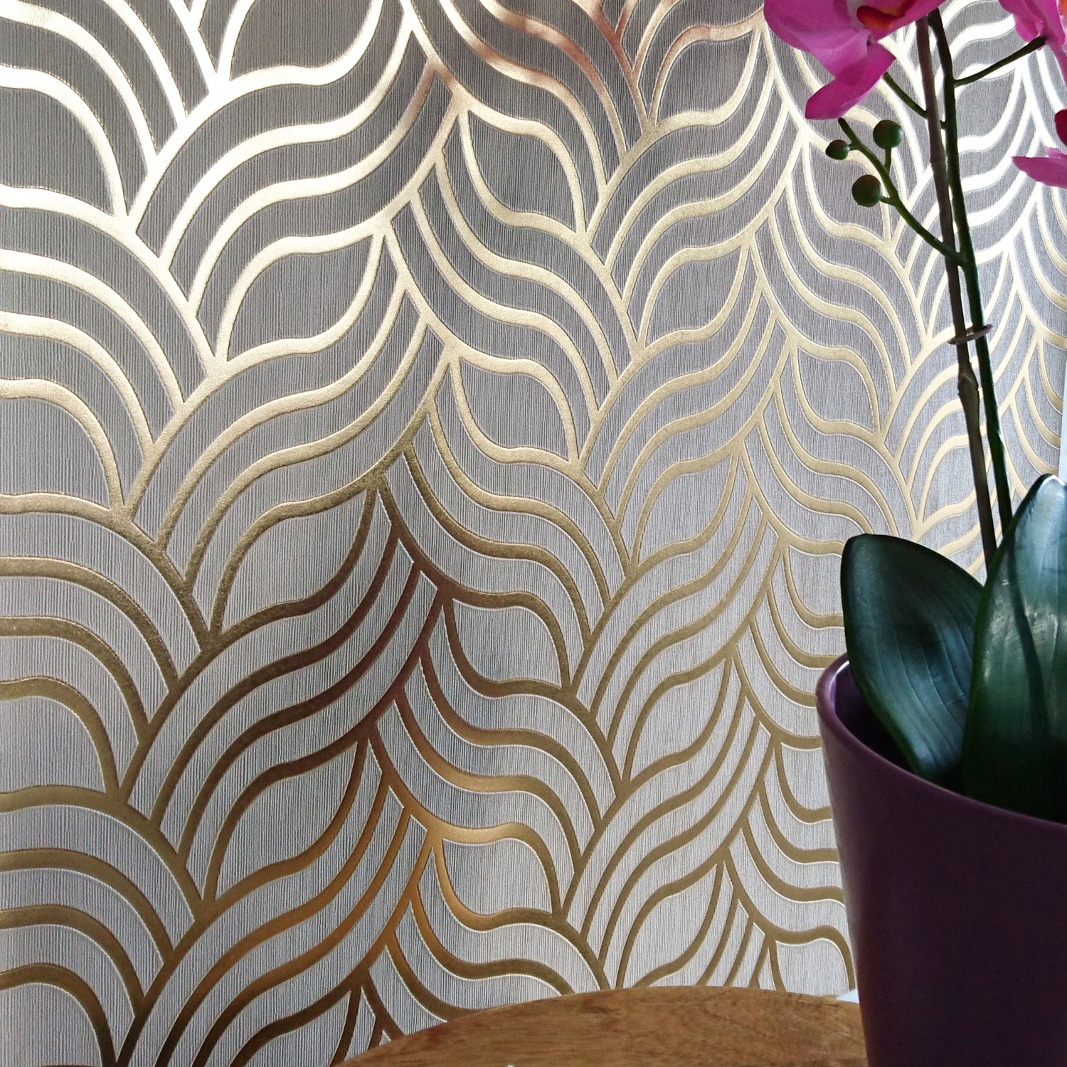 Demure Art Deco 1920 S Style Geometric Wallpaper In Beige Gold