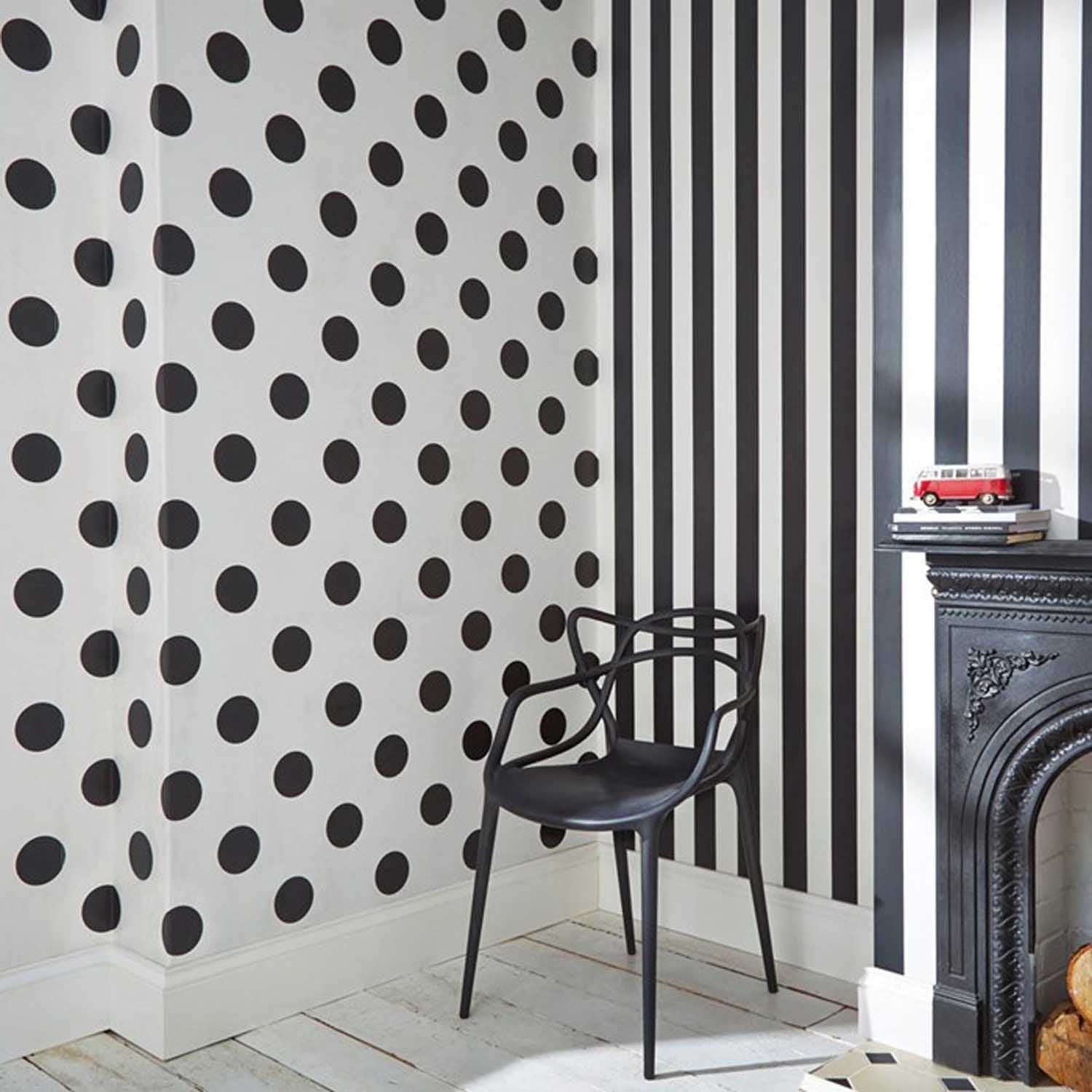 Polka Dots/Spots Wallpaper | Black & White