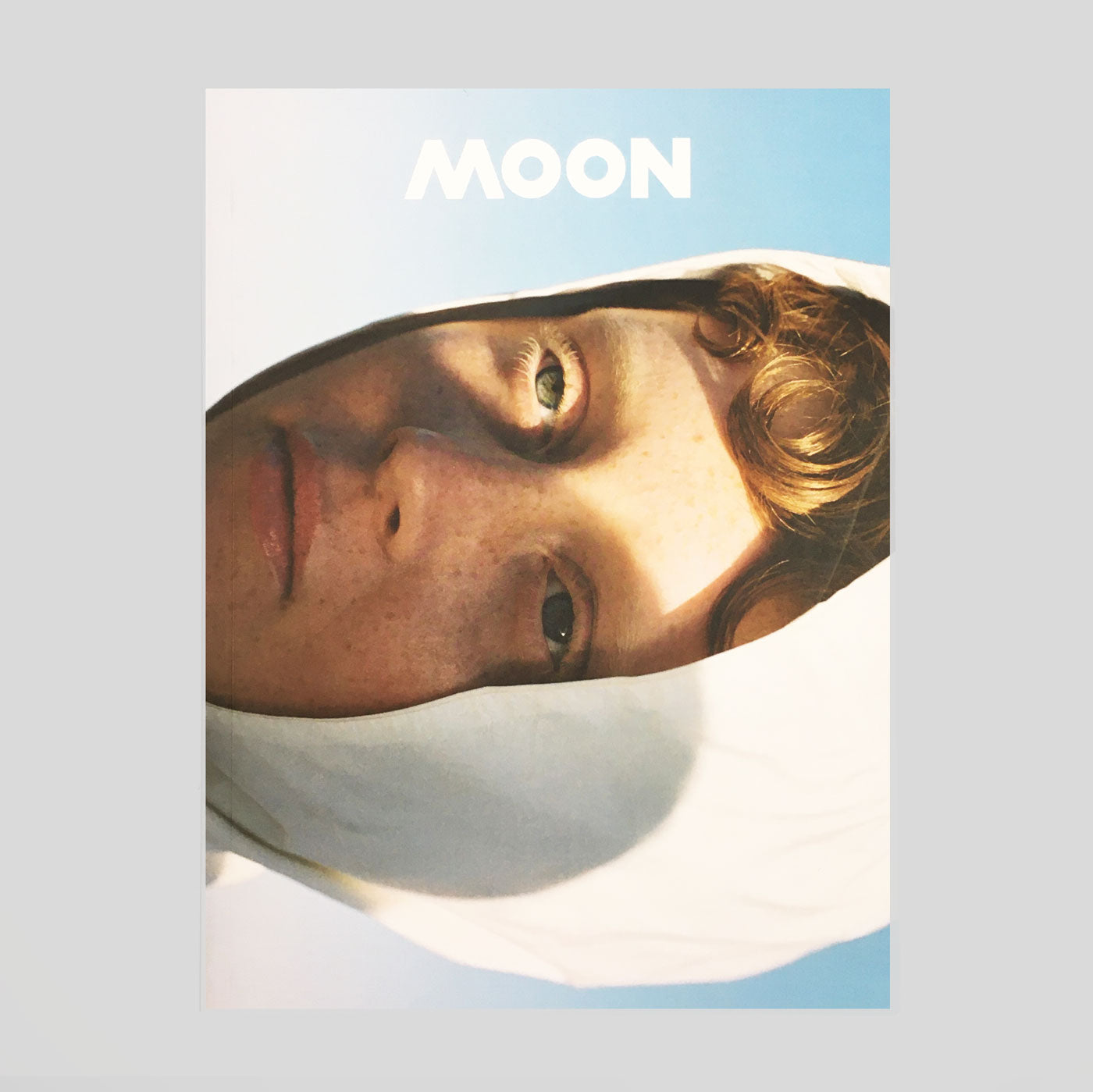 Moon Magazine #8 - Colours May Vary