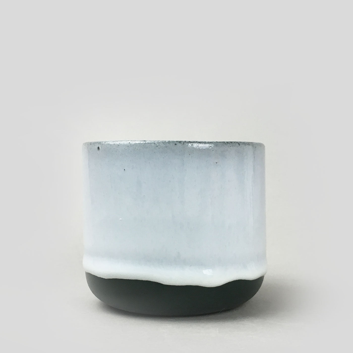 Studio Arhoj Sip Cup - White on Grey