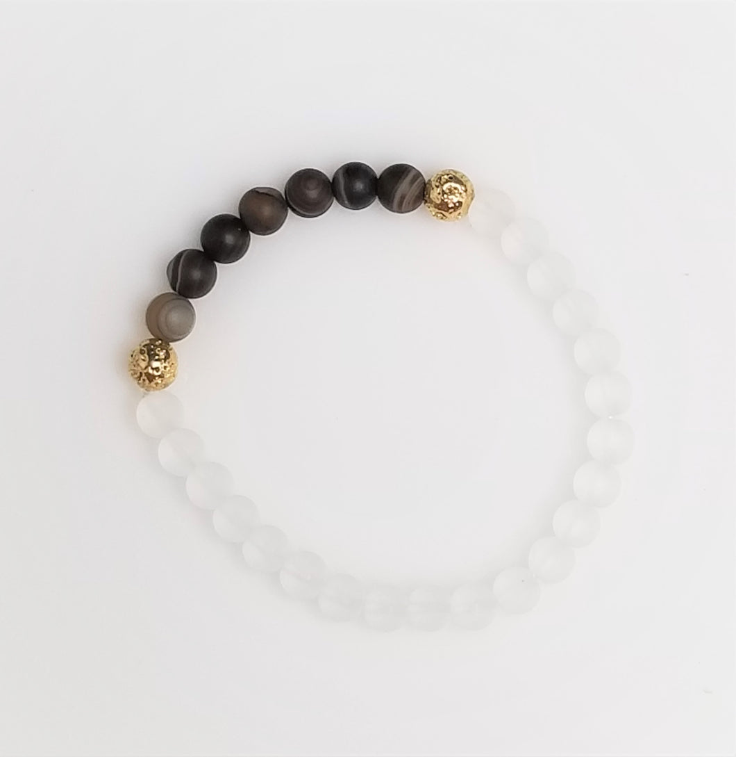 Agate women beads bracelet with white stone beads and gold lava beads