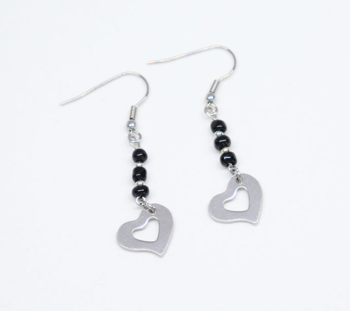 hook Stainless steel heart pending earrings with black rockery glass bead