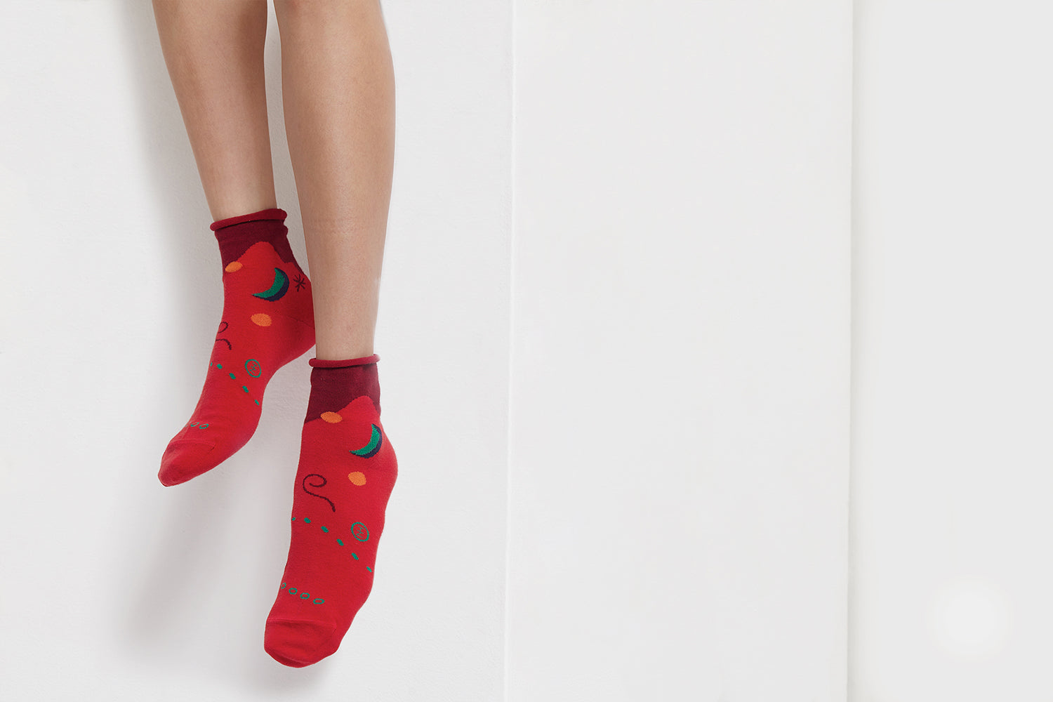 { The kawan project } Peek-a-boo : Moon & Sun | Red | ankle socks
