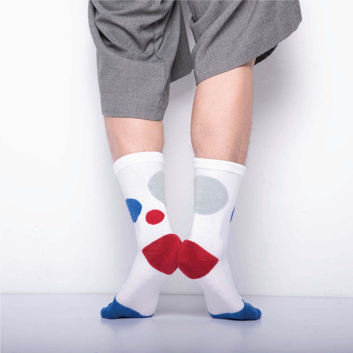 MY INNER BEAUTY: HATI | White & Royal Blue | Reversible Patterned Socks