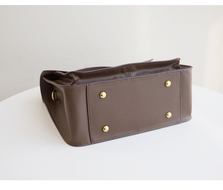 Medium Leather Messenger Bag