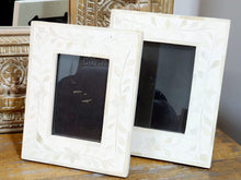 Load image into Gallery viewer, Renfri_Floral Pattern Bone Inlay Photo Frame in White_4 x 6