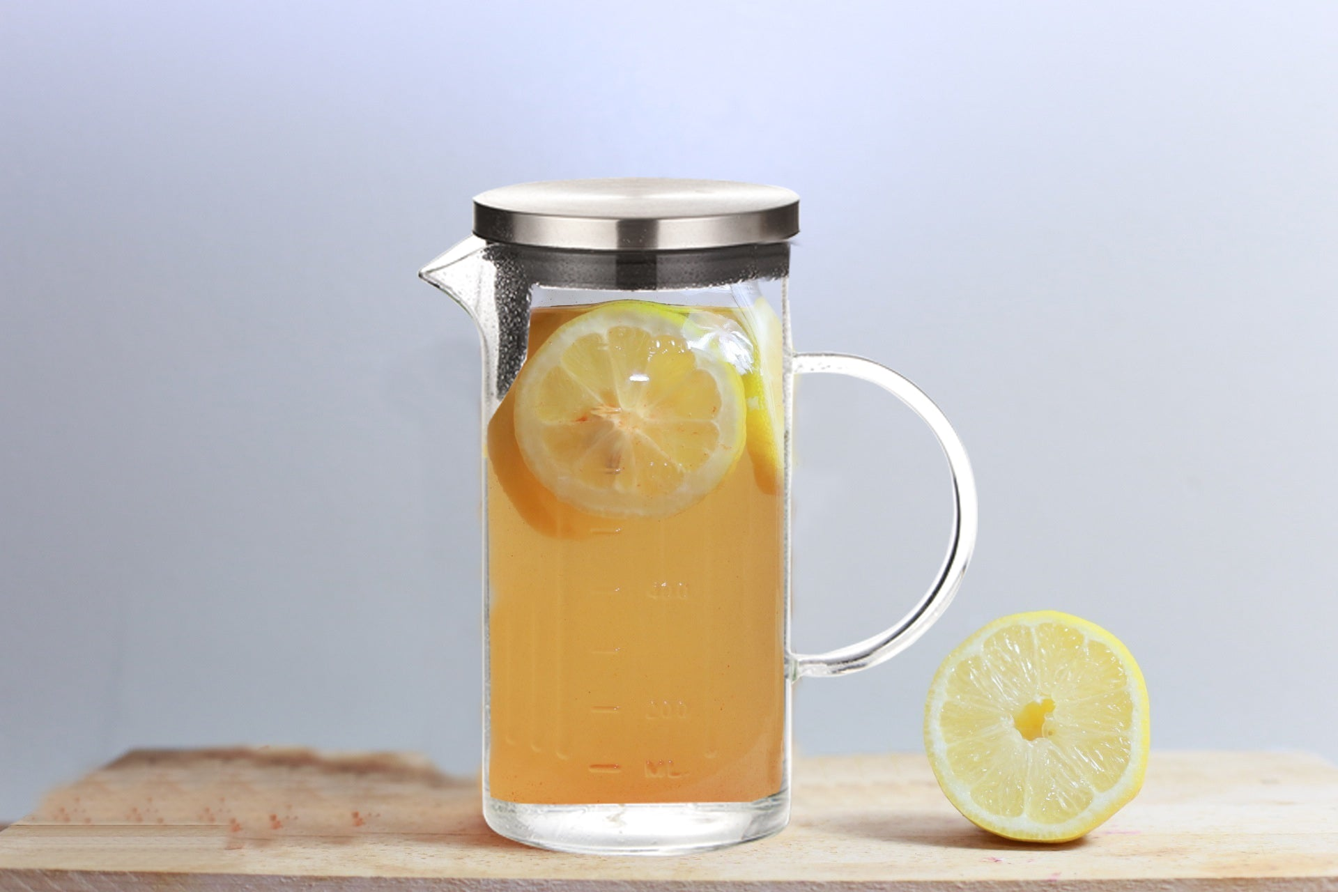 Chefoh Glass Pitcher with Lid - Unique Pattern Cold Water Jug - 1000 ML perfect for Homemade Iced Tea and Juice