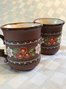 Pair of Ukrainian ceramic tea coffee mugs