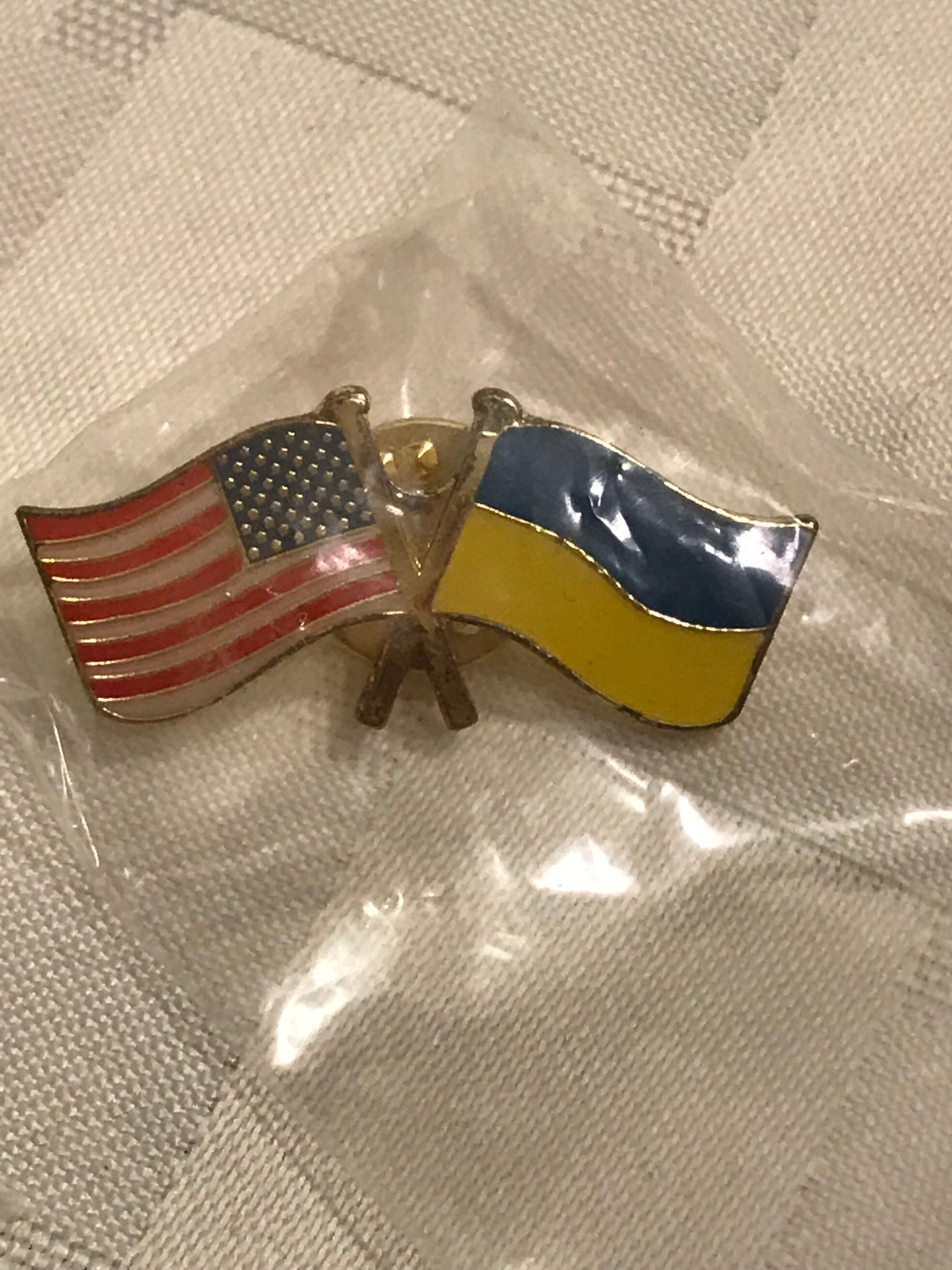 US & Ukraine flag enamel pin