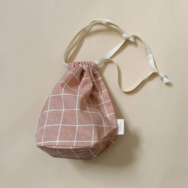 Haps Nordic Multi Bag small in Rose. Checkered Pattern. Shop Canadian Retailer. Order online. Reusable Produce bag. Travel bag.