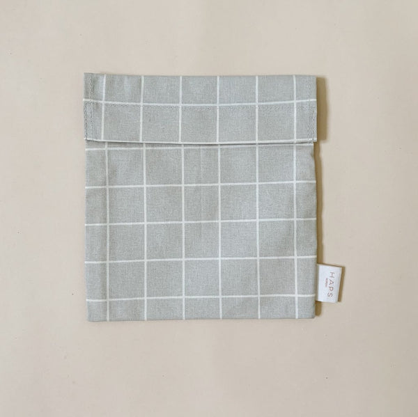 Haps Nordic Reusable Sandwich bag in the colour oyster grey with check pattern. Washable, sustainable snack bag. Canadian Retailer. Shop online. Kitchen Accessories