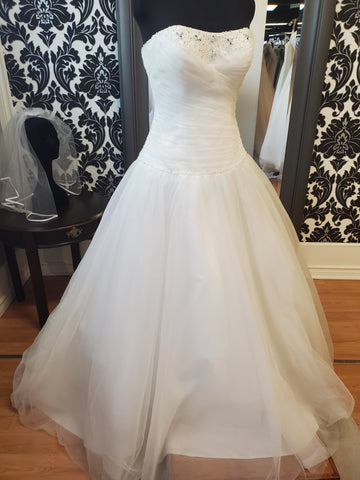 EL380 Wedding Dress Size 12 Ivory