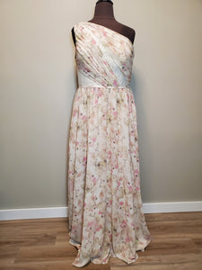 22el826 Celebration Gown Size 22