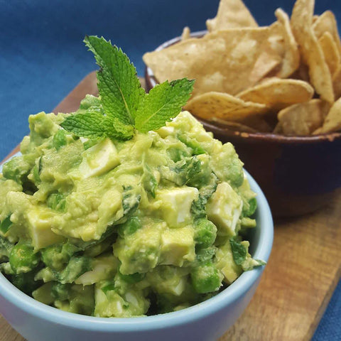 coolfoodstuff.com | a bowl with guacamole and corn chips