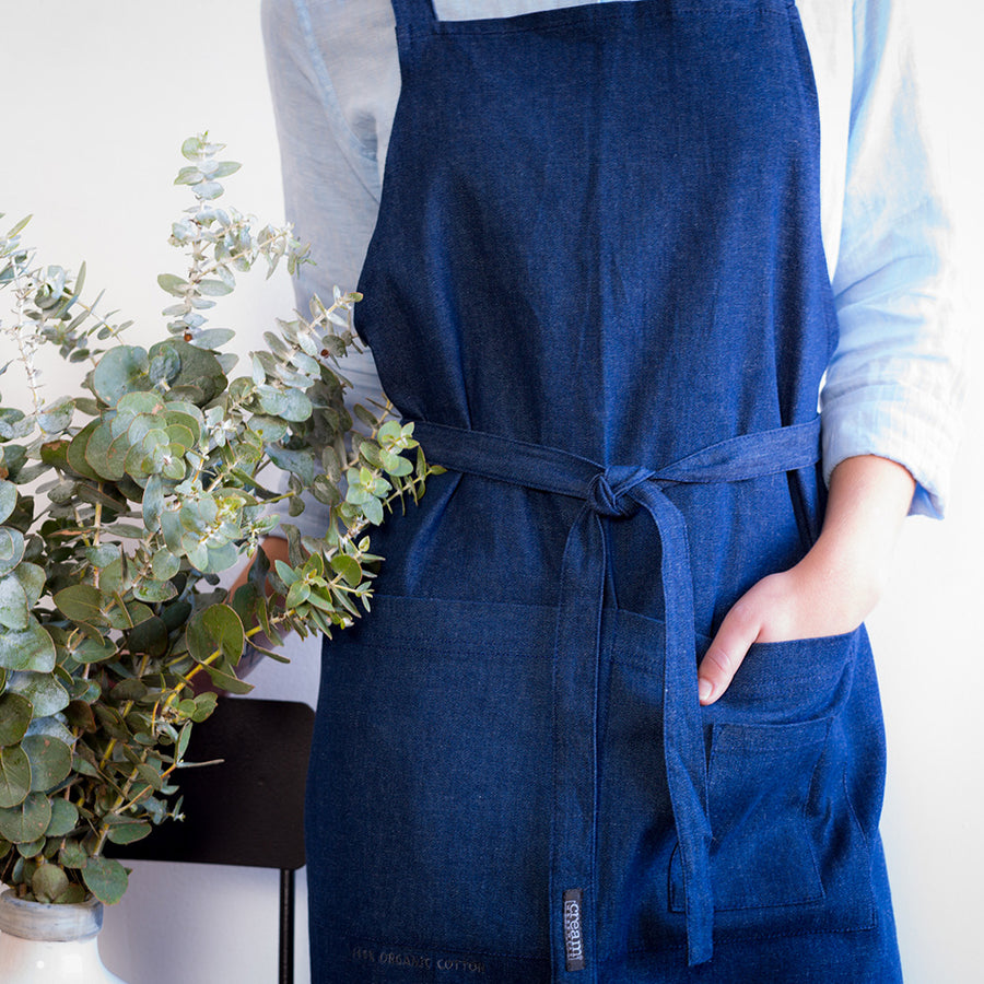 Aprons that are a pleasure to use every day, combining comfort and function. The 100% organic cotton material naturally wicks moisture away and feels great against the skin.