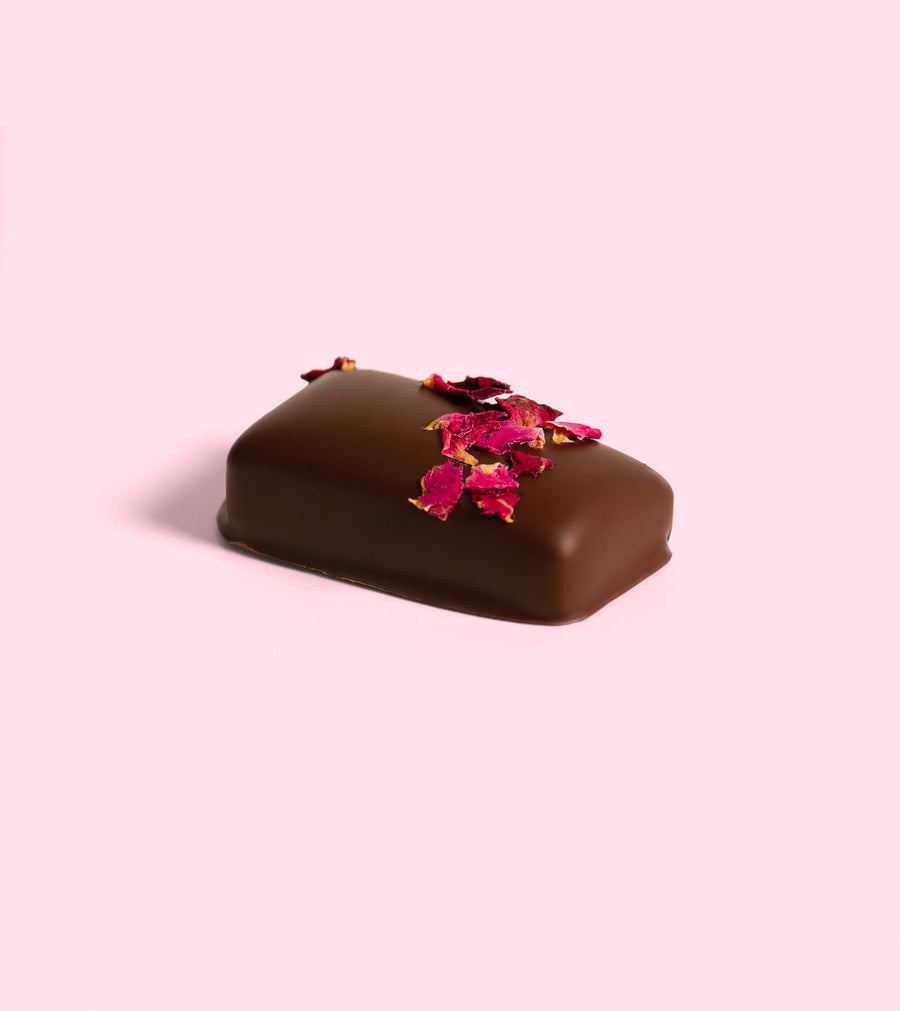 Wild Rose Ganache with Pearl & Goji Let this delicious ganache with Bulgarian Rose Oil dance along your taste buds for a truly decadent experience. Spiked with Micro-ground pearls (yes, actual pearls) which are an ancient Chinese beauty tonic said to mineralise and nourish the skin from the inside out, complete with a soft centre and edible organic rose petals. Let's not forget about the Goji, one of the most potent antioxidant known to humankind for skin health.