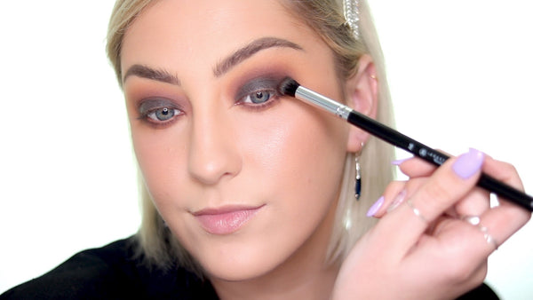 Blend out the cream eyeshadow with an eyeshadow brush.
