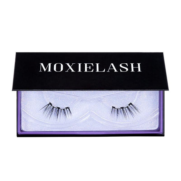 The cheeky lash is the perfect magnetic eyelash to accentuate smaller eye shapes.