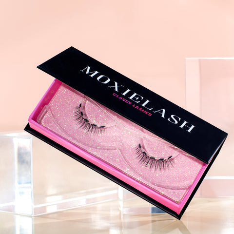 Classy Lash is our most natural magnetic eyelash style.