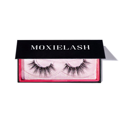 Dolly Magnetic Eyelash style for a day time dramatic look.