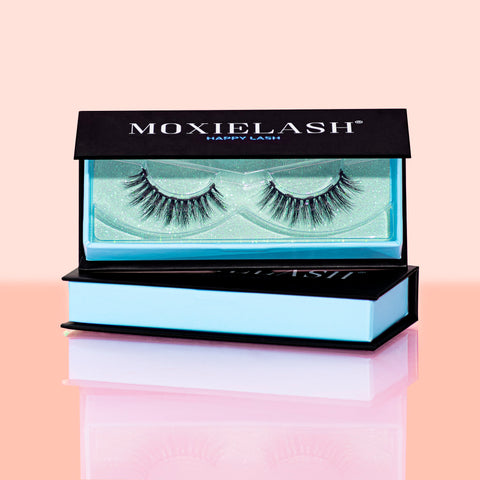 Our Happy Magnetic Lash style is a gorgeous and natural lash style you will love!