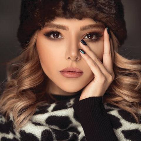 Take a look at this beautiful light brown makeup look with soft tones for fall.