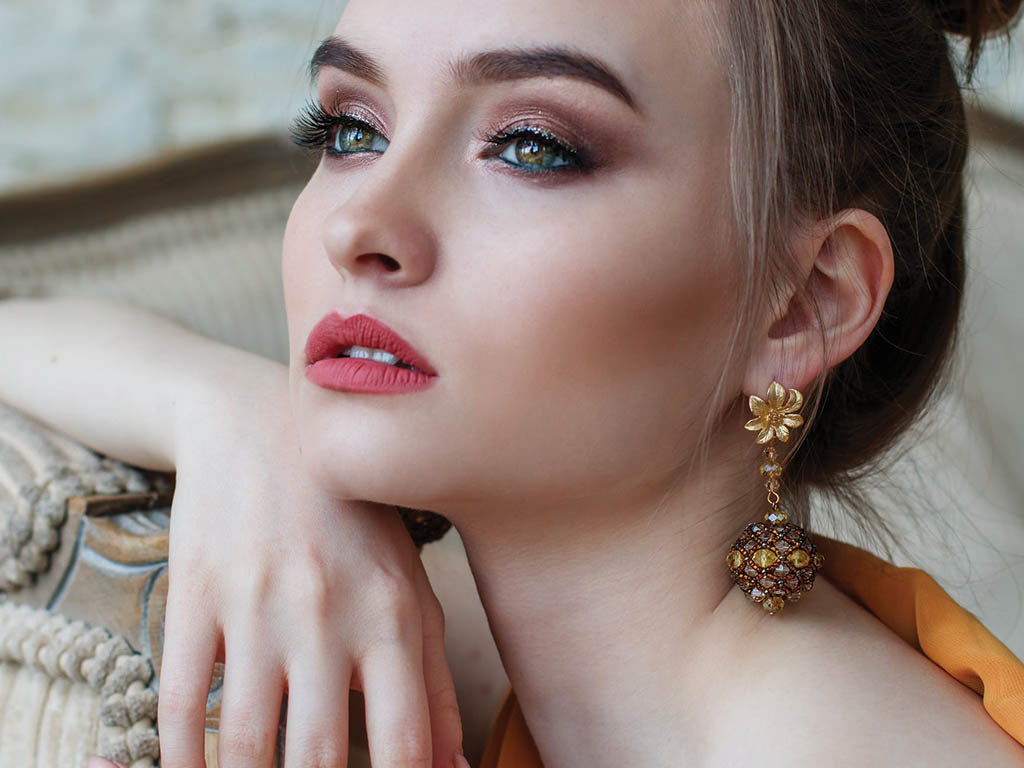 Fall makeup looks you'll love with gorgeous bronze and gold eyeshadows and magnetic lashes.