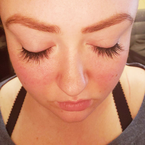 Flashy Magnetic Eyelash Style is a very natural false lash that is stunning to wear.