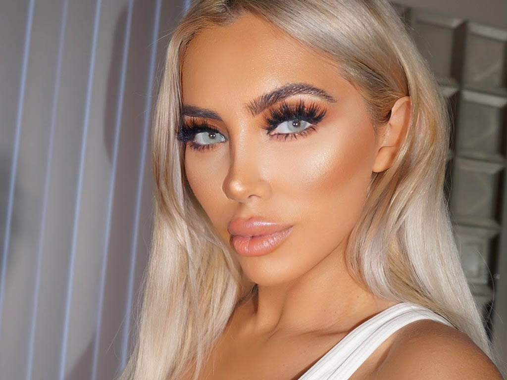 Gorgeous skin, brows, eyes, and more with this beautiful glam and smoky eye look.