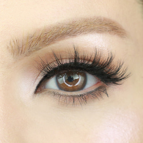 Happy Magnetic Eyelash style is perfect for creating big, beautiful eyes!