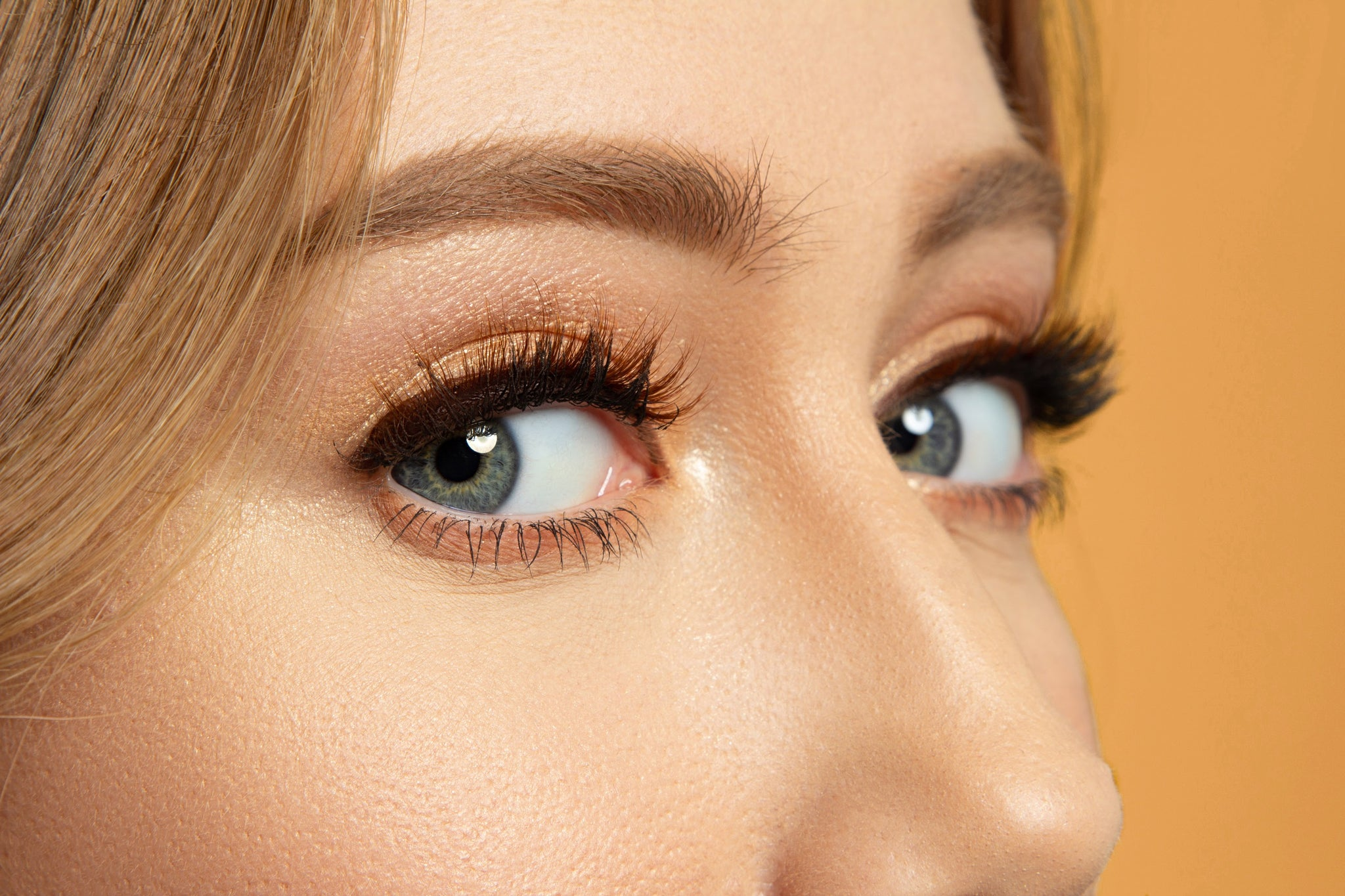 The Honey Kit Honey lash is a soft and gorgeous brown shade.