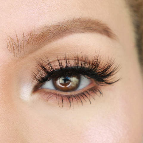 Pretty magnetic lash style from MoxieLash for Halloween.