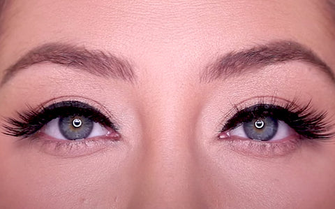 Sexy Lash is the perfect cat-eye makeup look for amplifying a strong and sleek eyeliner look.