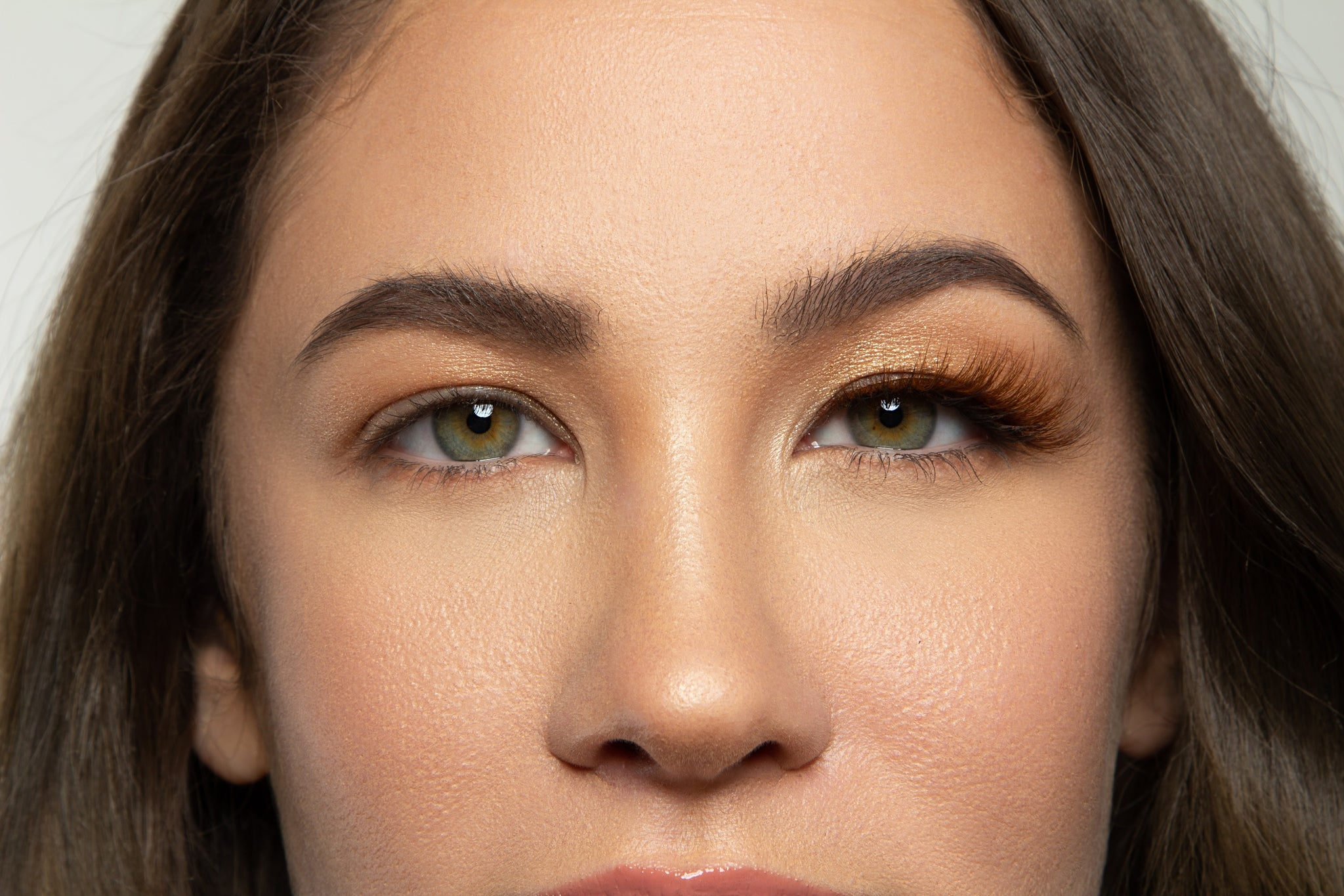 Surgary brown magnetic lash has soft tapered ends that open and elevate any eye shape.