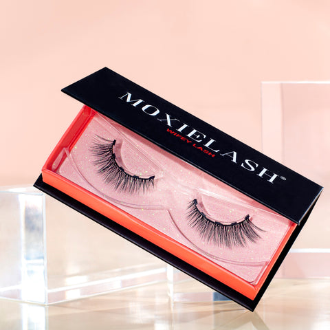 Our most natural mid-length fake eyelash style.