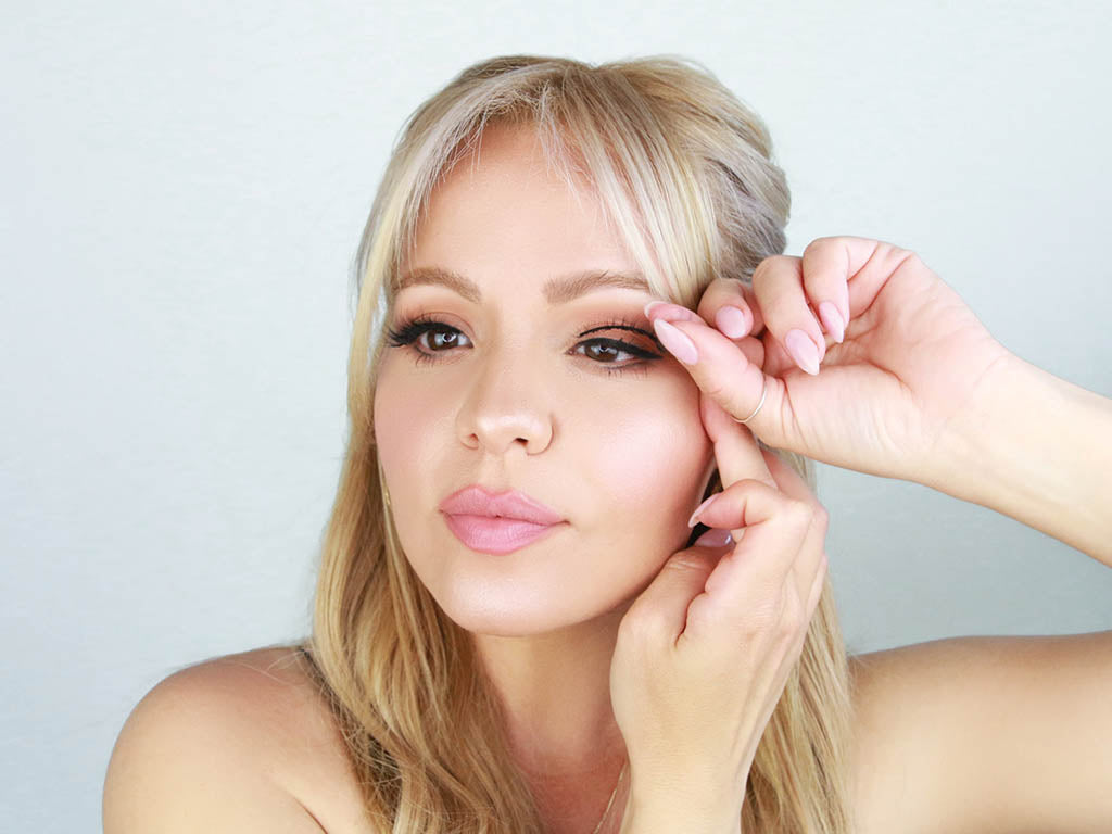 Here is how to apply false mink eyelashes in just three minutes.