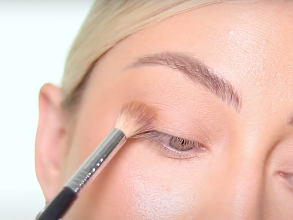 Learn how to apply a basic smoky makeup look to your eyes with these easy to follow steps.