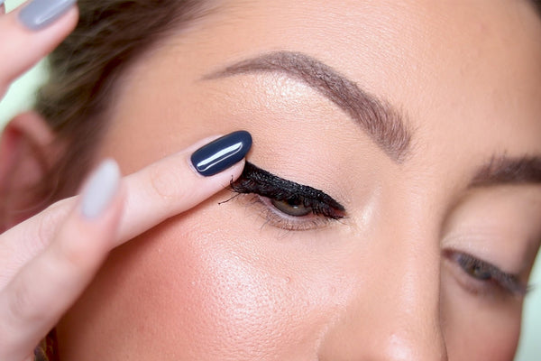 Make sure that you let your magnetic eyeliner dry for 2 minutes!