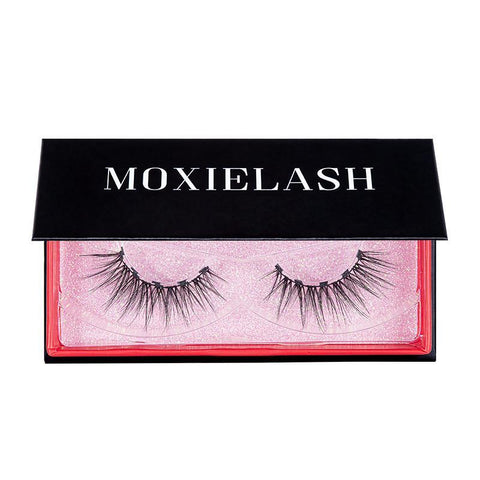 Flirty magnetic eyelash is a stunning magnetic lash look.