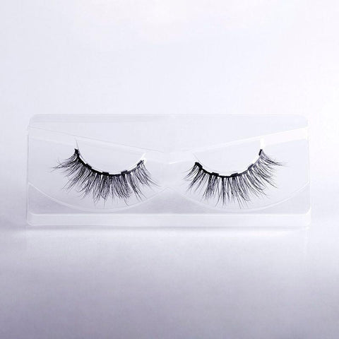 Our Flashy lash styles is flirty and sexy at the same time! It has 5 magnets to allow for lash customization. Try it with our magnetic eyeliner too!