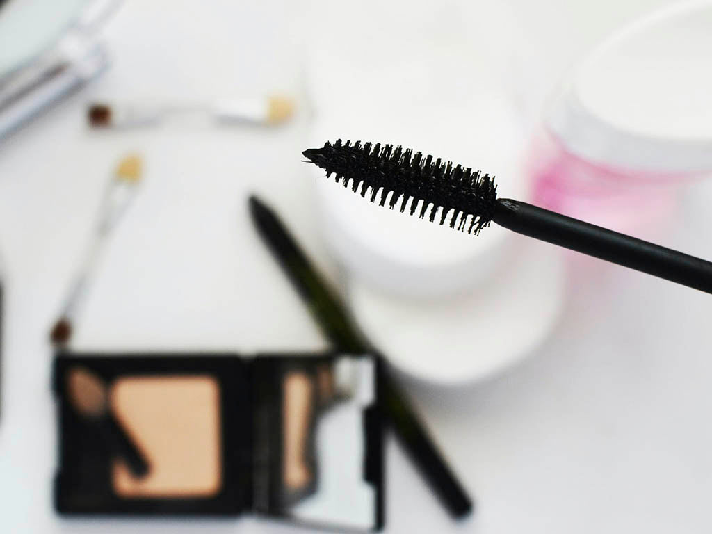 Here is how to find the correct mascara to add volume and lift to your lashes.