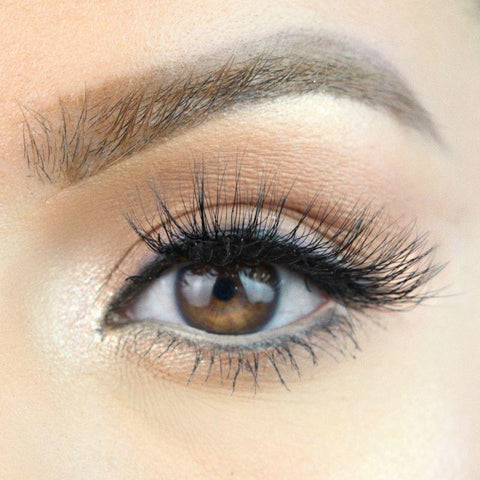 Here is the MoxieLash 'Sassy Lash' with magnetic eyeliner for a two minute lash application.